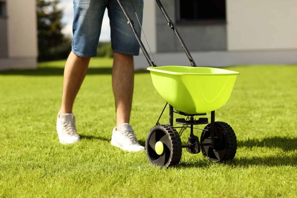 Best Drop Spreader Review and Ultimate Buying Guide