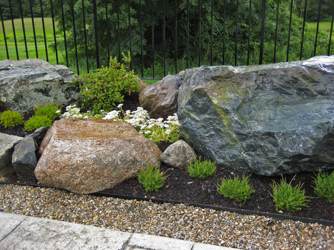 How to Remove Rocks From the Yard
