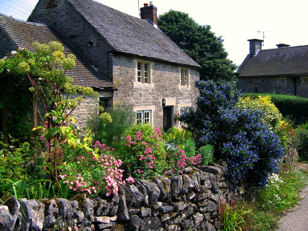 Cottage Garden Ideas - What Do You Need for a Typical Cottage Garden