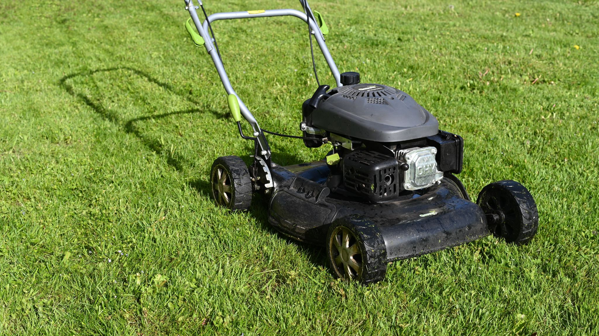 When is a Good Time to Buy a Lawn Mower?